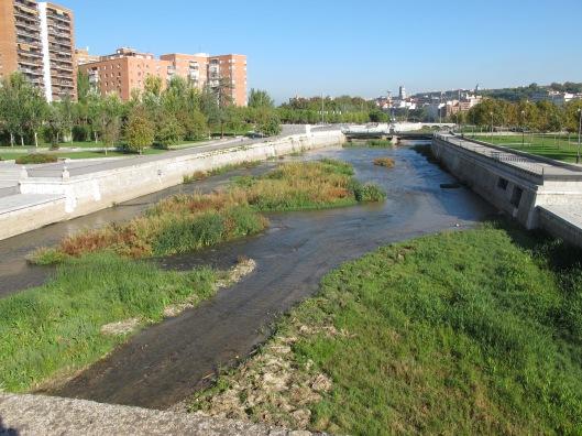 """El """"nuevo"""" río Manzanares"""" desde el Puente de Segovia."""
